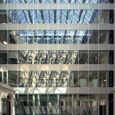 The triple-glazed insulating glass facade of the AXA headquarters in Brussels comprises ipasol neutral 70/37 solar control glass, iplus top insulation glass and Stratobel security glass.Photo: AGC Glass Europe - A2RC ARCHITECTS